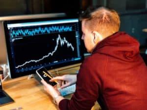 לימודי מסחר בשוק ההון אונליין