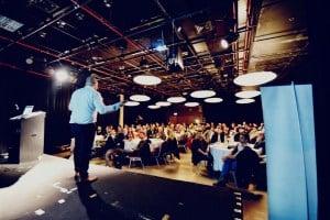 רז גמליאל מרצה בכנס סוחרים במניות הגדול בישראל