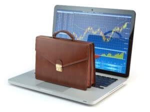מה עדיף? מסחר עצמאי במניות או תיק השקעות מנוהל